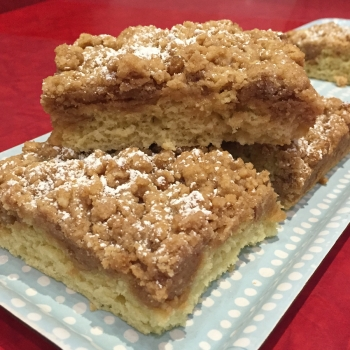 A picture of a classic coffee cake.