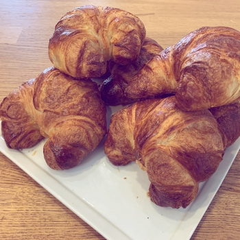 A photo of 5 croissants.