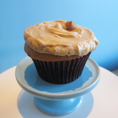 A picture of a vanilla cake, strawberry jam filling, peanut butter buttercream cupcake..